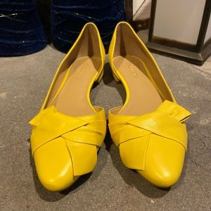 Talbots Yellow flats with bow detail  🌻